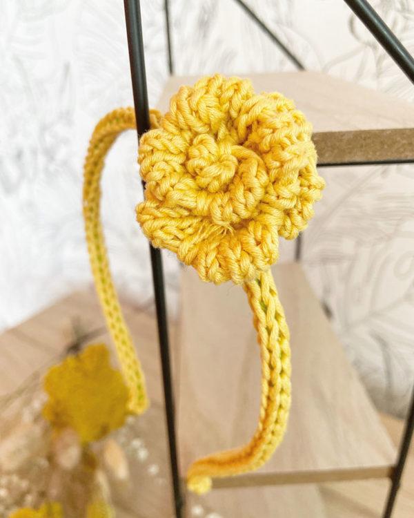 Serre-tête une rose tricoté en coton zoom jaune -Mignonnery