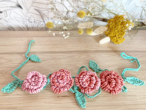 Guirlande cascades de roses dégradé rose tricotée main en coton-Mignonnery