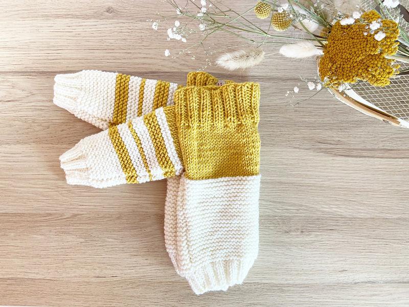 Pull Duo plié-Col bateau à rayures jaune moutarde et crème tricoté à la main en laine mérinos-Boutons coco-France-Mignonnery