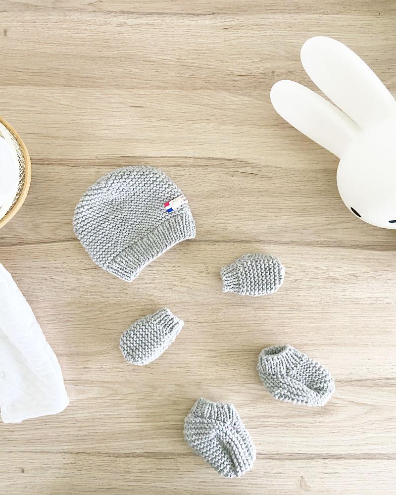 Kit à tricoter -Essentiel naissance Gris Souris-Bonnet, Moufles et chaussons en laine-Layette by Mignonnery