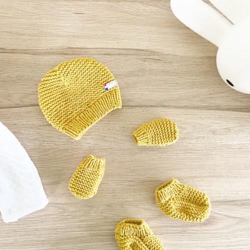Essentiel naissance Jaune Moutarde-Bonnet, Moufles et chaussons en laine tricotés main-Layette by Mignonnery