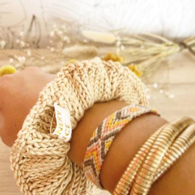 Chouchou d'été-Accessoire cheveux tricoté en coton crème porté en bracelet-Mignonnery