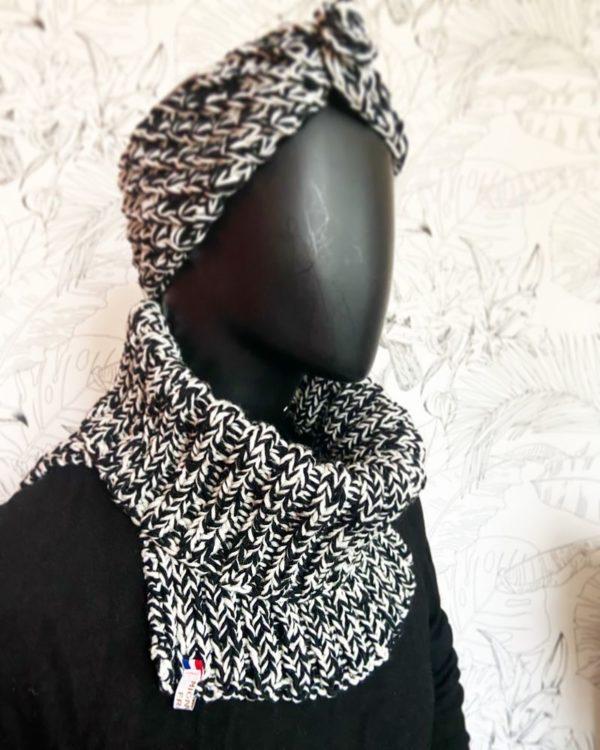Col'N- Snood Femme sur mannequin-Laine Naturel et Noir et Blanc-Tricoté-Mignonnery