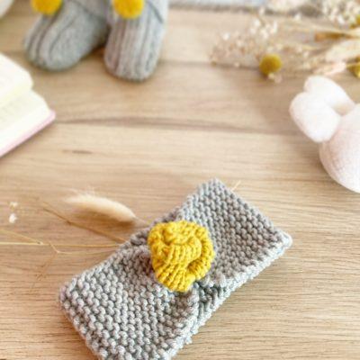 bandeau bébé jaune moutarde et gris souris en laine 1 fleur-tricoté main-Mignonnery