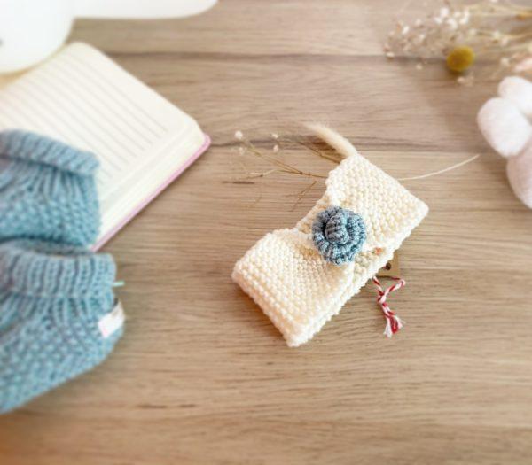 bandeau bébé en laine naturel/bo 1 fleur-tricoté main-Mignonnery